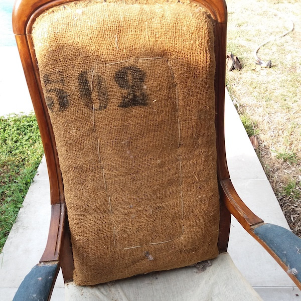 Paire de fauteuils de style Voltaire, restauration